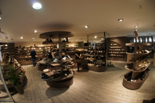 "Aménagement du magasin ""Chaussures René"""