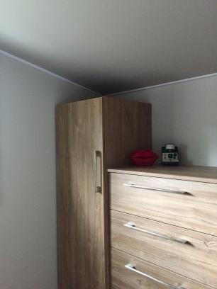 Détails du meuble et du plafond tendu Barrisol